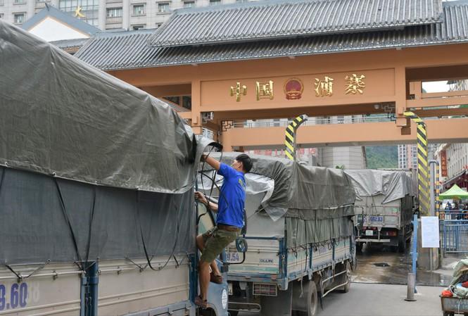 Bộ Công Thương đề nghị Trung Quốc miễn kiểm tra, xét nghiệm Covid-19 với nông sản Việt